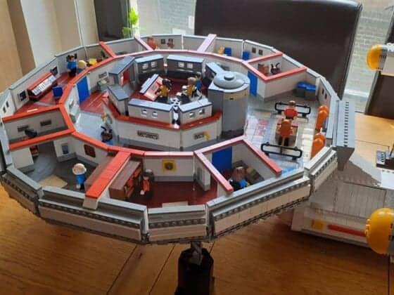 LEGO USS Enterprise11
