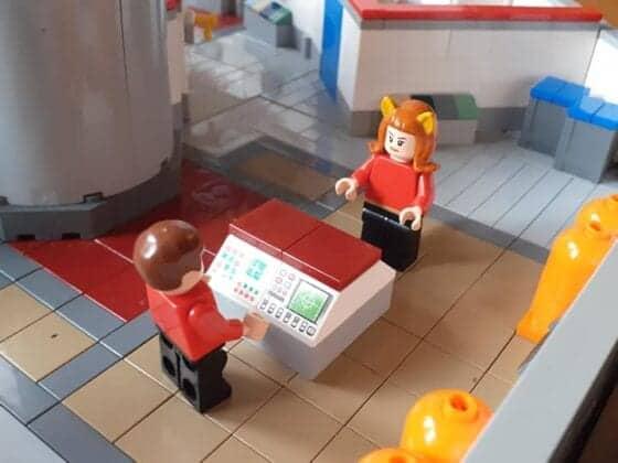 LEGO USS Enterprise15