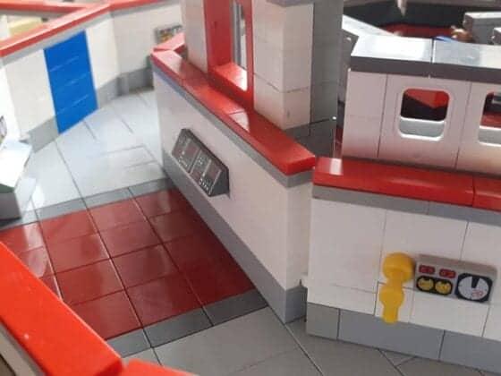 LEGO USS Enterprise19